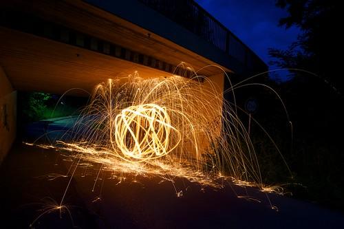 Feuerball in Unterführung