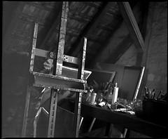 painting studio - 4 (manni39) Tags: mamiya film vintage mediumformat kodak vintagecamera 6x7 easel atelier rollfilm rb67 tmx100 staffelei sekor mittelformat moyenformat mamiyasekor paintersstudio mamiyasekor90mm38