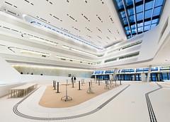 Raum umfassen - Wirtschaftsuniversitt Wien - Zaha Hadid (Gerhard R.) Tags: vienna wien building architecture arquitectura architektur wu modernarchitecture zahahadid modernearchitektur wirtschaftsuniversitt