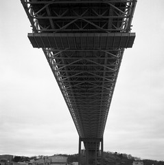 Älvsborgsbron (rotabaga) Tags: sverige sweden svartvitt göteborg gothenburg lomo lomography lubitel166 mediumformat mellanformat twinlens ilford diy 6x6 120 blackandwhite bw bwfp r09