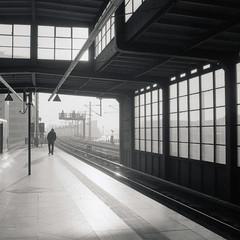 Urban Solitude - Alone in the Morning Sun (ucn) Tags: berlin street sbahnhof urbanrail jannowitzbrücke welta weltax fomafomapan400 moerschefd filmdev:recipe=11218 moerschecofilmdeveloper film:brand=foma film:name=fomafomapan400 film:iso=200 developer:brand=moersch developer:name=moerschecofilmdeveloper tessar