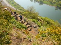 Klettersteig-Treppchen (Jörg Paul Kaspari) Tags: eller bremm mosel diecalmonttour frühling spring wanderung wandertour klettersteig calmont