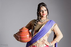 Portrait of Mistri (Pelayo González Fotografía) Tags: mujer woman female retrato portrait danza dance bollywood indian hindi dancer bailarina india hindú studio sari banghra estudio model modelo