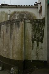 2005-03-30-0038.jpg (Fotorob) Tags: engeland erfscheiding muur cornwall voorwerpenoppleinened urbandecay england penzance