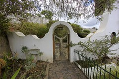 Las Casas del Pérez (oxfordblues84) Tags: lascasasdelperez ecuador oat overseasadventuretravel house latacungacotopaxiecuador latacunga gate windchimes lascasasdelpérez