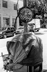#2410 - centro sp (vintequatro10) Tags: streetphotography street streetphotographer streetphoto streetphography streetscape rua fotografiaderua fotografiadocumental bike centro sampa sp sãopaulo cidade city cityscape cityview urban urbano urbex urbanview urbanscape queimandoofilme filme film filmisnotdead hp5 ilford ilfordhp5400 ilfordhp5 analógica analogic analog analogue anarquia anarkia moradorderua pentaxkm pentax pentaxk1000 pb pretoebranco bw blackandwhite 50mmf14 abstrato abstract