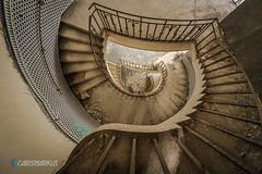 Im inneren der Wendeltreppe (Carismarkus) Tags: abandonedplace lostplace piscinemosque schwimmbad urbex treppe treppenauge wendeltreppe staircase