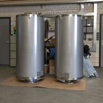 2 ronde stoomafblaasdempers uitgevoerd in RVS316, inclusief demontabele kern. Totaallengte 1600 mm, buiten diameter Ø700 mm