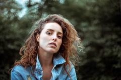 francis (mauriceelsbernd) Tags: grã¼n girl woman jeans lion nature vintage hair