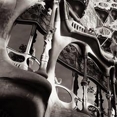 Casa Batlló, Barcelona (Verónica Mayer (-Urrutia)) Tags: barcelona bcn catalunya gaudi antoni batllo casa casabatllo paseodegracia architect architecture blacknwhite blancoynegro bw windows building spain