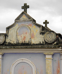 Bóveda (Alveart) Tags: guatemala centroamerica centralamerica latinoamerica latinamerica alveart luisalveart quiche elquiche chichichichicastenango ladino colorful graveyard cementerio tombsguatemala