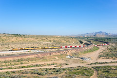 UP 5322 @ Victorville, CA (Mathieu Tremblay) Tags: victorville california unitedstates frost bnsf burlington northern santa fe railroad railway chemin fer up union pacific cajon subdivision herzog ballast train locomotive ge general electric 5322 ac45ccte sony a99 sal2470z