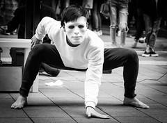 DSCF0760 (靴子) Tags: 人 街拍 街頭藝人 表演 黑白 單色 bnw show street people fuji xt2