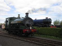 IMG_4717 - GWR Hudswell Clarke Saddle Tank 813 and GWR 6000 Class 6023 King Edward II (SVREnthusiast) Tags: didcotrailwaycentre didcot railway centre gwrhudswellclarkesaddletank813 gwr hudswellclarke saddletank 813