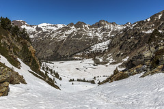 Basses del Siscaró, Principat d'Andorra (kike.matas) Tags: canon canoneos6d canonef1635f28liiusm kikematas bassesdelsiscaró valldincles canillo andorra andorre principatdandorra paisaje pirineos montañas nature nieve primavera lightroom4 senderismo андорра