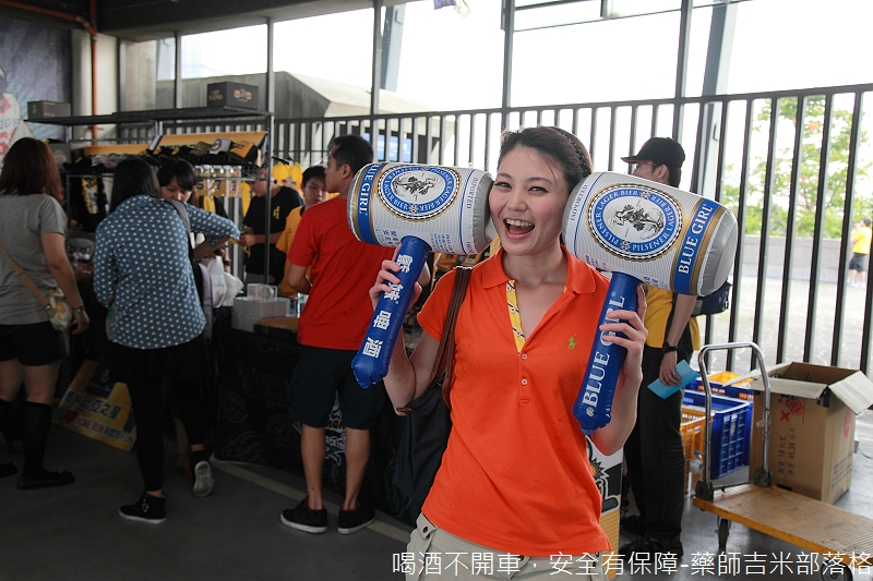 Blue_Girl_Beer_030