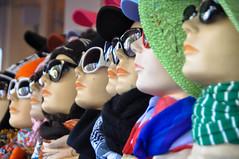 más anteojos que sombreros (quino para los amigos) Tags: holland hat amsterdam fashion glasses moda holanda sombrero maniqui anteojos dsc0845