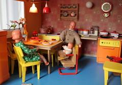 In the Lundby kitchen (*blythe-berlin*) Tags: orange vintage göteborg toys dolls furniture gothenburg 70s möbel byebye spielzeug dollhouse caco jahre puppenhaus lundby 70ziger biegepuppen doll´shouse
