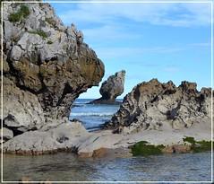 El Picón - Playa de Buelna - Asturias (Luisa Gila Merino) Tags: rocas asturias buelna marcantábrico olas cieloazul