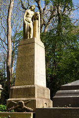 Grieving widow   West Cemetery   Highgate Cemetery-23 (Paul Dykes) Tags: urn statue london england uk highgate highgatecemetery graveyard victorian magnificentseven graves westcemetery highgatewestcemetery