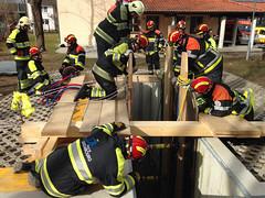 IMG_4096 (Feuerwehr Weblog) Tags: tiefbauunfälle ausbildung feuerwehr technicalrescue technischerettung heavyrescuegermany trenchrescue technische hilfeleistung thl