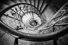 gewendelt (GU-JO) Tags: deutschland eisenach hotelfürstenhof thüringen treppe wendeltreppe blackandwhite schwarzweis