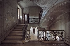 magnifico (Knee Bee) Tags: villa abbandono abandoned stairs staircase treppe urbex decay degrado italia