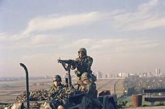10.1983 US Army Grenzkontrolle Rudow (rieblinga) Tags: berlin usa schutzmacht grenzkontrollen jeep army gropiusstadt rudow ddr 1983 analog revuecolor 100