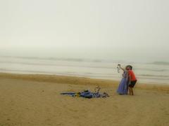 ... Esta para el Facebook ... (Lanpernas 3.0) Tags: selfi robado playa beach postureo naguille arena arenal laconcha donostia niebla bruma fog gente candid