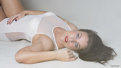 Love (Pepa Morente ( 1.650.000 de VISITAS )) Tags: amor love mujer woman chica joven tumbada descansada ojosazules blue eyes
