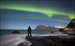 Photographers Dream (jeanny mueller) Tags: norge norway norwegen lofoten uttakleiv arctic winter aurora auroraborealis sea seascape night stars landscape snow people northernlights nordlicht