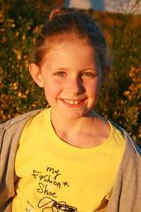 Petite fille rayonnante (bobroy20) Tags: portrait fille kid child sourire enfance enfant bretagne france