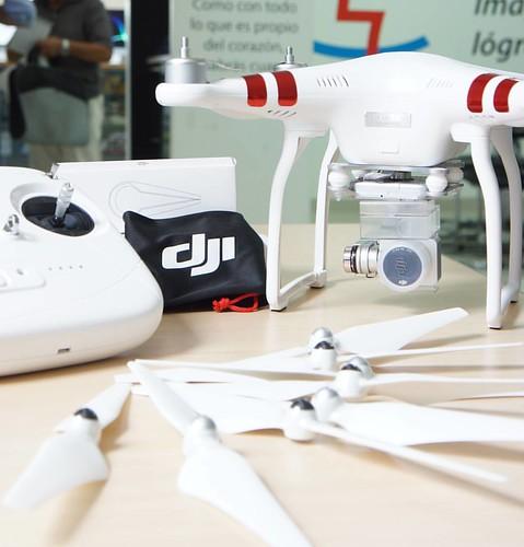 No esperes más, ven hoy a @compudemano y lleva tu drone Phantom 3 Standard al mejor precio. #dji #dronesaregood #cadadiamejor. Visita nuestra tienda o llámanos Bogotá: (1) 381 9922 - Medellín: (4) 204 0707 - Cali (2) 891 2999 - Barranquilla: (5) 316 1300