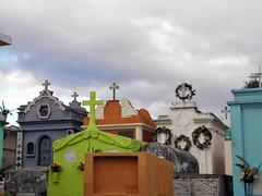 Graveyard (Alveart) Tags: guatemala centroamerica centralamerica latinoamerica latinamerica alveart luisalveart quiche elquiche chichichichicastenango ladino colorful graveyard cementerio tombsguatemala