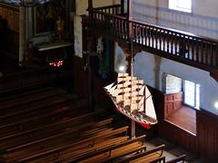 (MAGGY L) Tags: paysbasque architecture artreligieux églises bateau exvoto lumière bancs voilier