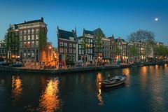 Leidsegracht - Herengracht, Amsterdam (tommyferraz) Tags: amsterdam spring netherlands holland cityscape photography sunny day wide angle tokina sunset evening blue hour canal gracht grachten cherry tries pink