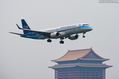 Mandarin Airlines Embraer ERJ-190AR | B-16821 (HarenWang) Tags: 台灣 臺灣 taiwan taipei travel fly flying veiw views trip traveling photography 航空 airport aircraft aviation taipeisongshanairport tsa songshan 松山 松山機場 松山國際機場 機楊 international 國際 臺北松山機場 松山飛行機部 飛機 航空器 青空 空 青 濱江街 mandarin airlines embraer erj190ar 華信 華信航空 rj190 erj190 戶外 車輛 大型客機 b16821