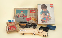 new lego arrival (faustchobits) Tags: lego 50er 60er 1940 1950 1960 50s 60s 40s mursten vintage set duplo old rare jahre boitedelego holz wood wooden 1946 brick anno1762 226 named karstadt 1224 ho 187 vehicle toy kulkoks chevrolet 143 modelbiler modelcar car cart children 308 firestation fire ca black white red blue system tlg new arrival