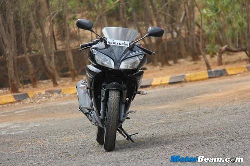 2013-Yamaha-R15-24