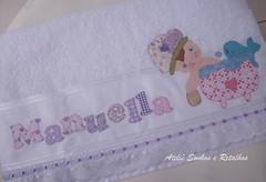 Toalha Banho MANUELLA (*Sonhos e Retalhos Ateliê*) Tags: bebê boneca patchwork menina decoração letras bordado fitas alfabeto patchcolagem toalhadebanho pinturaemtecidos apliquê fontesparapatchcolagem