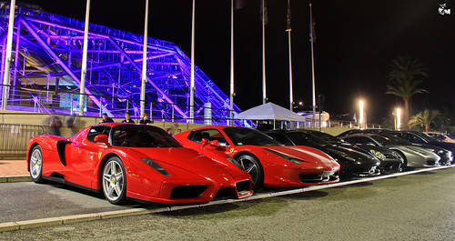Ferrari Enzo.. And friends..