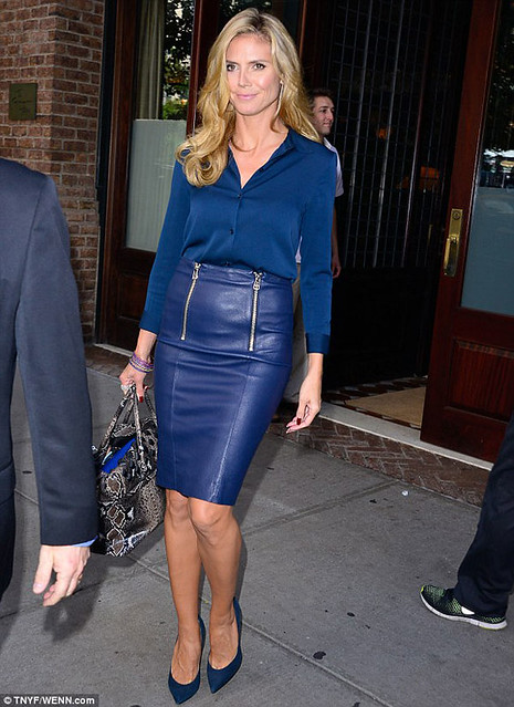 Heidi-Klum-in-monochrome-cobalt-look-1