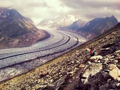 Wandern entlang dem Aletschgletscher (flöschen) Tags: schnee alps berg alpes schweiz suisse alpen gletscher wallis valais aletsch aletschgletscher goms