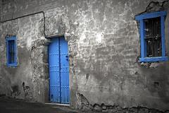 Sacando los colores (Ana Isabel Llamas) Tags: door windows house casa puerta nikon d70 ventanas alava alavavision