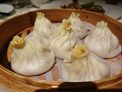 Crab Roe Xiaolongbao @Shanghairenjia Rwstaurant, Shanghai (Phreddie) Tags: china park food chicken cuisine restaurant 131104 yum shanghai chinese delicious pork eat zongshan