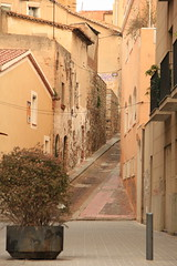 Between now and then (Joanna pictures this) Tags: street old contrast calle spain beige strasse medieval espana antigua catalunya altstadt kontrast carrer badalona