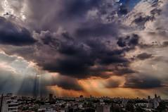 Rayos de sol - Sunbeams (celta4) Tags: city storm argentina clouds buildings edificios buenosaires day ciudad nubes tormenta sunbeams rayosdesol slicesoftime flickr12days