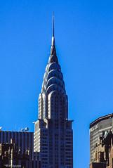 NY # Chrysler Building #  USA_1990_2560 - Nikon F501 Kodak Ektachrome100 - 1990 (irisisopen f/8 >3Mio) Tags: city houses usa film analog reisen nikon kodak himmel haus stadt farbe stdte f501 huser diafilm