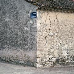 Calle Sorda (Pollobarba) Tags: street espaa 120 6x6 film rural mediumformat square town casa calle analgica spain bricks pueblo hasselblad negative segovia positive scanning negativo ladrillos exposed tejas positivo escaneado pelcula cuadrado fujipro400h adrados hasselblad501c formatomedio carlzeisssonnar150