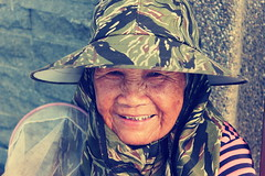 Taiwanese Old Lady (dsmaria3) Tags: poverty old cute smiling lady canon eos gold golden with d teeth faith poor chinese taiwan happiness 600 taipei lovely taiwanese 600d